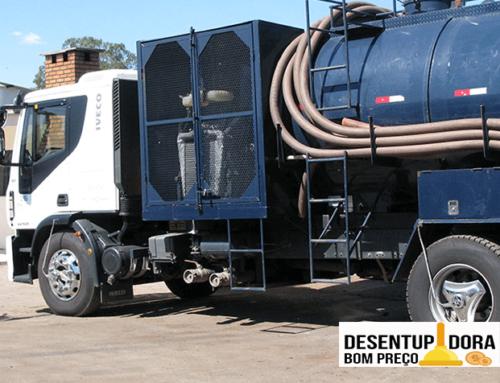 Conheça a importância do trabalho do caminhão auto fossa