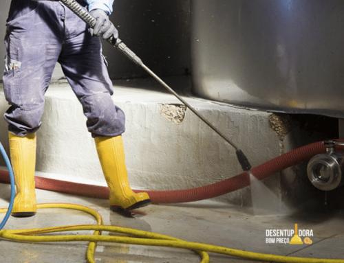 Hidrojato é ideal para a limpeza e desobstrução de tubulações e superfícies